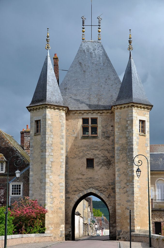 Porte de Joigny, Villeneuve-sur-Yonne (Yonne), Bourgogne, France - photo Patrick -  This is the area where my great grandmother lived -  djc
