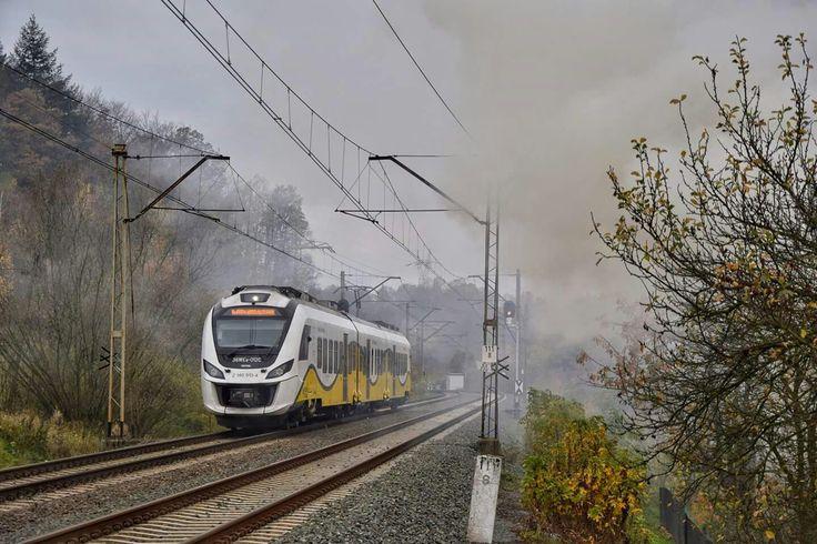 36WEa-012 jako Os. 69234 ze Szklarskiej Poręby Górnej do Wrocławia Głównego jedzie szlakiem Janowice Wielkie- Marciszów (po. Ciechanowice). Fot. Grzegorz Jóźwicki