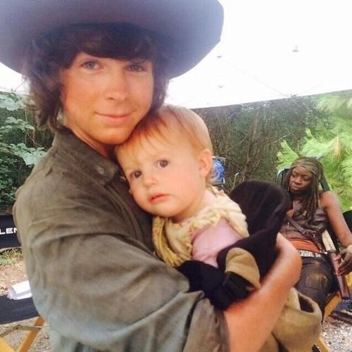 Chandler riggs with my favorite Judith! Bring those babies back!!!!<<hey Machonne's in the background so she's there to