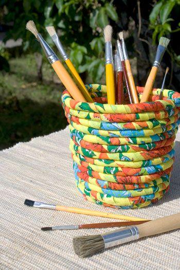 Essa cesta feita com retalhos de chita pode ser usada para muitos objetos diferentes, como embalagem de presente e até na Páscoa. Venha aprender como fazer.