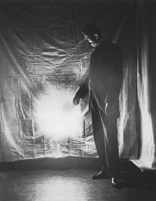 10 Immagini estremamente rare e affascinanti di Nikola Tesla
