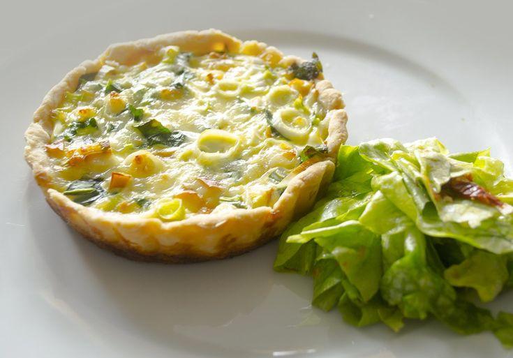 Ritkán marad nálunk addig sajt a hűtőben, amikor már nem szívesen esszük meg, az egész család sajtimádó ugyanis. Ez a recept most mégis egy...