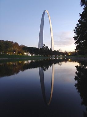 Great picture of the Gateway Arch.: Louis Arches, Gateway Arches, Buckets Lists, Missouri, St. Louise, The Jefferson, Saint Louis, Eero Saarinen, Mississippi Rivers