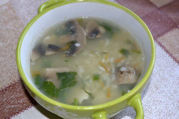Рисовый суп с курицей и грибами