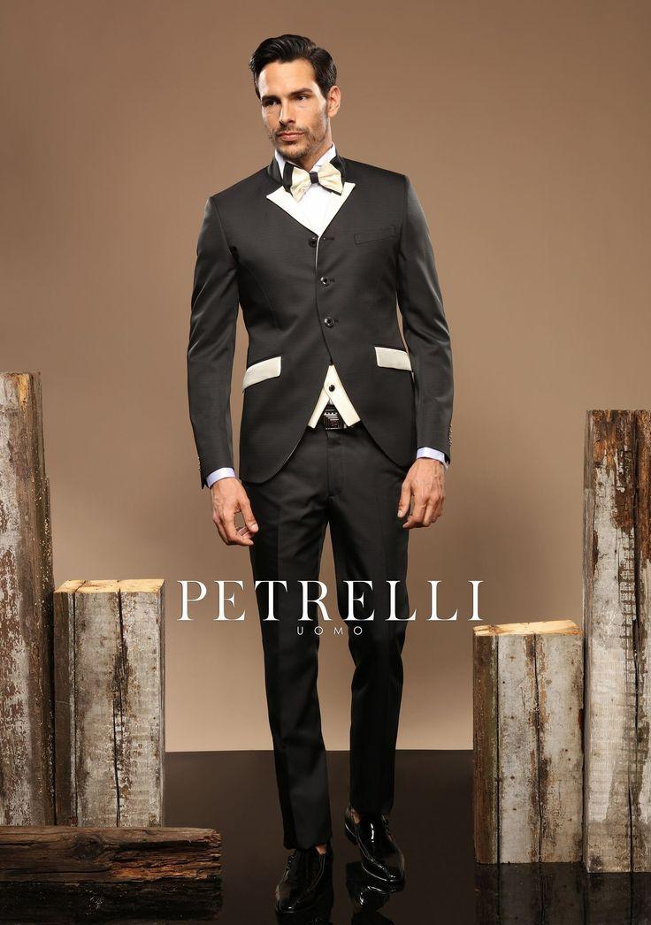 """La linea """"#Gold"""" creata con gran #lusso e #creatività, unendo stile ed #eccentricità. L'immagine inconfondibile di uno #sposo moderno e ricercato. Collezione 2017  rivenditori@petrelliuomo.com ph. Alex Belli Model Bruno Amora"""