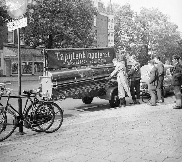 Eerste rijdende tapijtklopmachine in Amsterdam