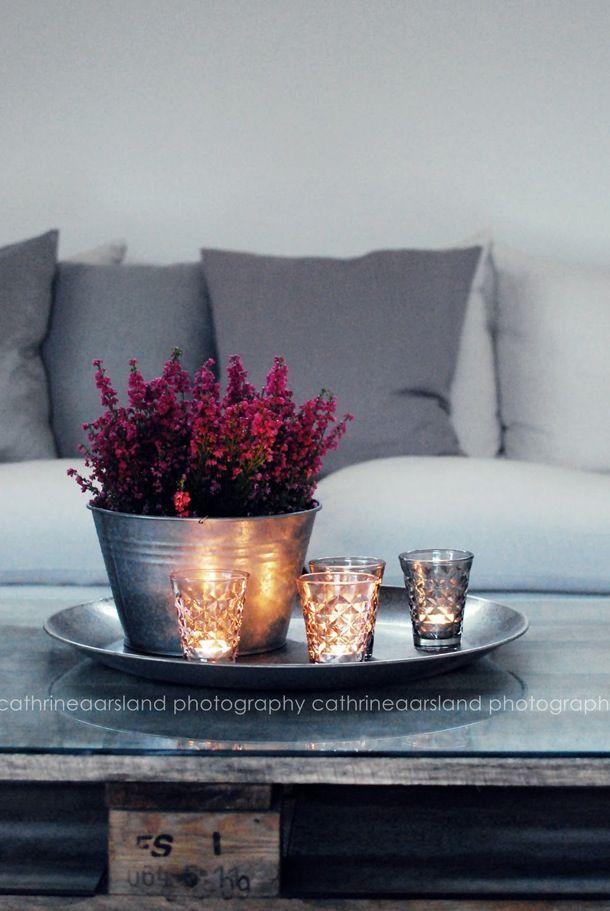 Herfst styling met heide geeft veel kleur. Ook leuk in een grijs-wit interieur!