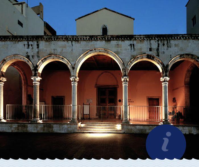 Η Βασιλική του Αγίου Μάρκου είναι από τα σημαντικότερα Ενετικά κτίρια - μνημεία στο Ηράκλειο. Σήμερα στεγάζει τη Δημοτική Πινακοθήκη της πόλης. Την έχετε επισκεφτεί;  The Basilica of Saint Mark is one of the most important Venetian buildings-monuments in Heraklion. Today it houses the city's Municipal Art Gallery.