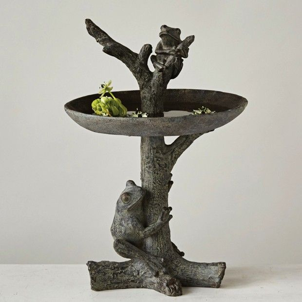 Bird Bath With Frogs