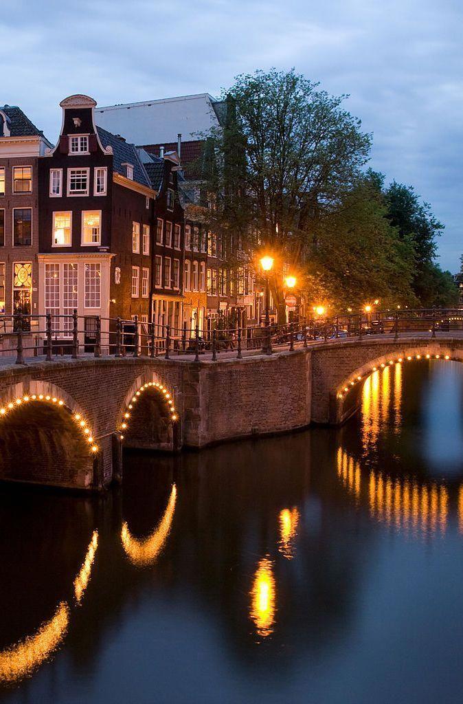 Il Moulin Rouge è comunque un altro hotspot nel quartiere a luci rosse di Amsterdam …