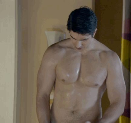 "Brandon Routh shirtless on ""Enlisted"""