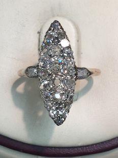 Wit en geel gouden ring gezet met roos geslepen diamanten. Totaal 0.91 ct