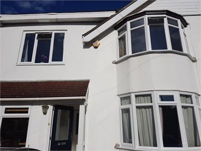 2 Split Houseshare Accommodation For Rent, in beautiful 4 bed semi detached home - Richmond. 2 self contained flats with 2 bed rooms each,bath/shower,kitchen/diner, off street parking, own living room each, part furnished in a quiet suburban neighbourhood with a huge garden which will be maintained by the landlord.