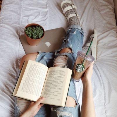 Ha nem szeretsz olvasni, most garantáltan meghozzuk a kedved. Ezeket a könyveket, érdemes lesz elolvasnod. Legyen szó szerelemről, barátságról, szeretetről, önmegvalósításról vagy épp egy megoldatlan problémáról. Egy remek tapasztalat és egy élményszerzés lehet számodra, főleg ezekbe a hideg időkben, nincs is jobb, mint az otthon melegében, egy tea mellett egy nagyszerű könyv elolvasása.