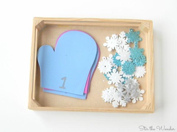 Mitten matematica Contare Fiocchi di neve è una semplice attività di apprendimento per bambini in età prescolare!