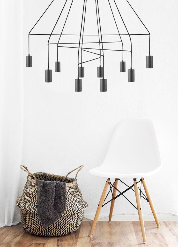 Nowodvorski Imbria Black, to lampa, która posiada wspaniały styl, którym podkreślisz nowoczesne wnętrze, a także wprowadzisz do niego doskonałe oświetlenie funkcjonalne.  Dzięki dziesięciu źródłom światła, doświetlisz wnętrze tak, aby podniósł się poziom komfortu wykonywanych przez ciebie aktywności.