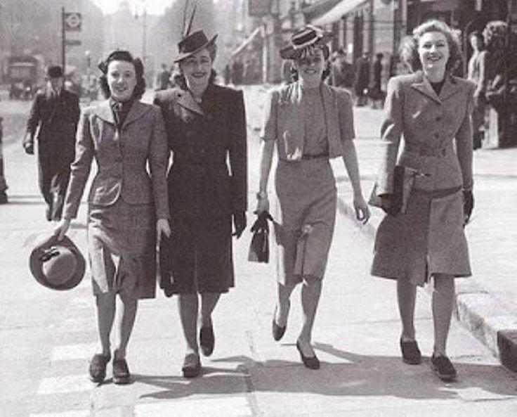 Ο Δεύτερος Παγκόσμιος πόλεμος δεν αφήνει περιθώρια για εξέλιξη της μόδας. Οι πρώτες ύλες γίνονται δυσεύρετες.Σε αυτή την φάση γνωστοποιείται το ρεγιόν αλλά και τα συνθετικά υφάσματα.