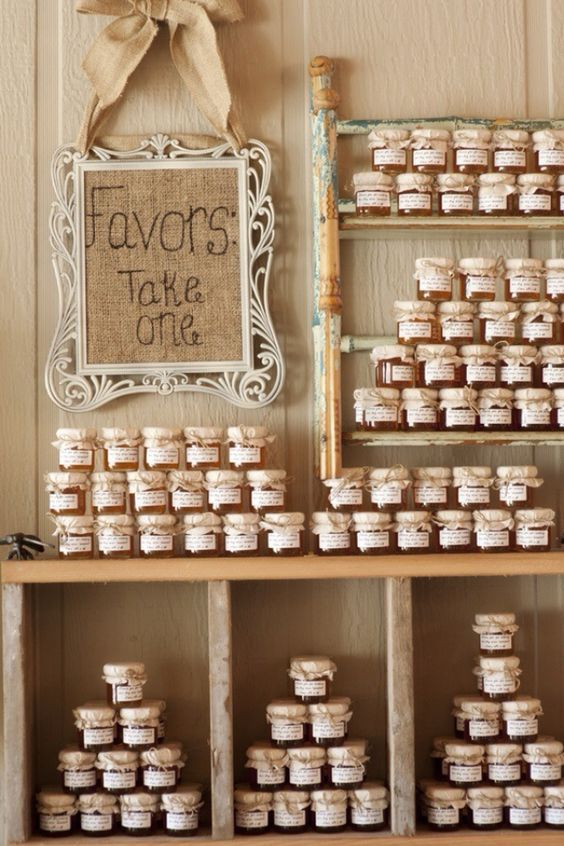 Vintage rustic wedding party favors / http://www.himisspuff.com/country-rustic-wedding-ideas/10/