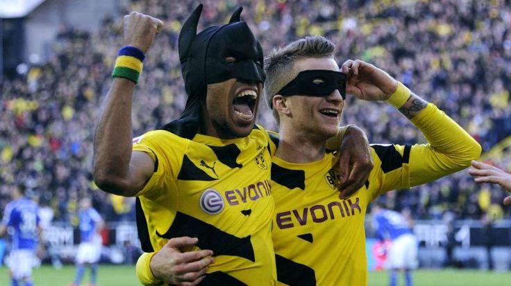 Klopp über Aubameyangs Batman-Jubel bei Dortmunds Derby-Sieg gegen Schalke -  Dortmund maskierte Helden: Pierre-Emerick Aubameyang und Marco Reus, both astro #snake http://www.bild.de/sport/fussball/borussia-dortmund/klopp-will-nach-batman-jubel-mit-aubameyang-sprechen-39973906.bild.html