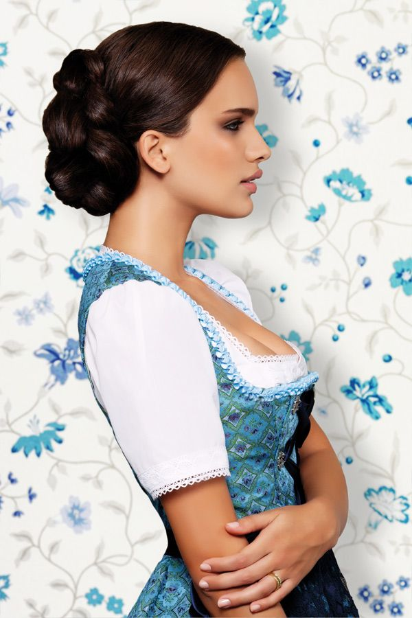 dirndl frisuren zum nachstylen dirndl hair and hairstyles. Black Bedroom Furniture Sets. Home Design Ideas