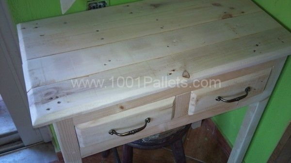 DSC02514 600x337 Pallet makeup table with mirror