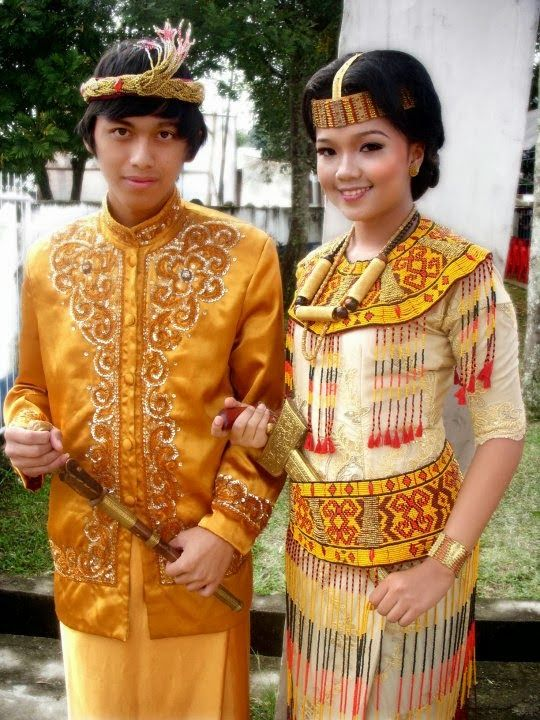 Traditional clothes from Tana Toraja | both woman and man carry the keris, a traditional dagger