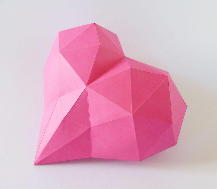 Pink+HEART++Vhodnépro+srdeční+záležitosti.+Darujte+srdce,+nemusí+být+Vaše+vlastní,+ale+zcela+jistě+s+Vaší+láskou+vyrobené.+Budete+potřebovat:+nůžky,+lepidlo,+pravítko,+trochu+času+a+trpělivost+Obtížnost:+střední+Velikost+:+20x20x10cm+Obsah:+4+díly+-+instrukce+Pro+naše+3D+modely+používáme+kvalitnístálobarevné+papíry+s+vysokou+gramáží.+