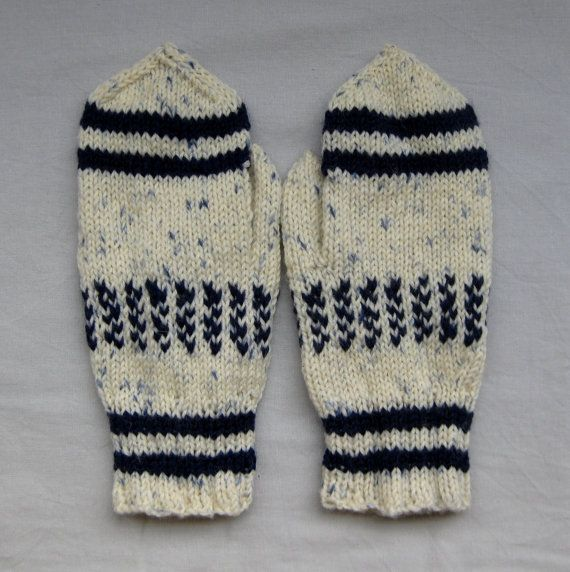 Mittens in white and blue for women by SaijaSkills on Etsy, €17.00