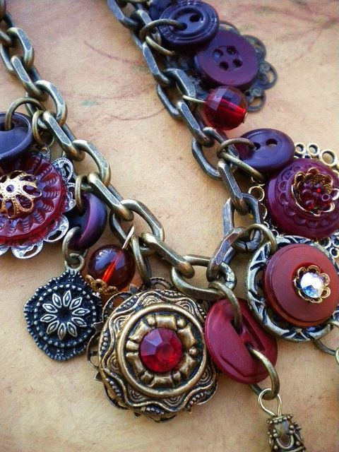 Love the color combo in this necklace (Burgundy by enamelowl, via Flickr)