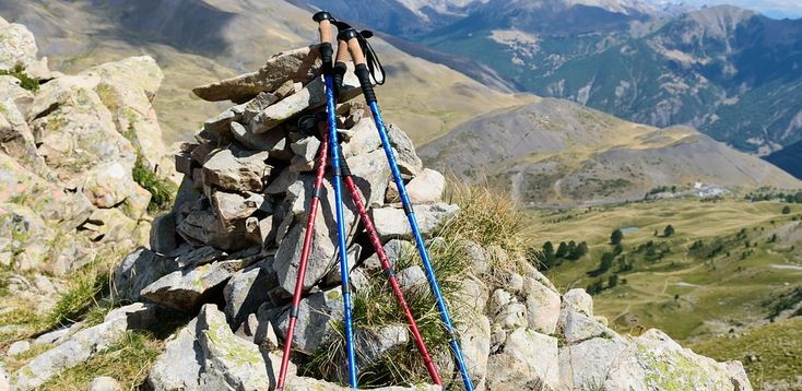Top 10 Best Hiking Poles of 2017 - Reviews - https://www.thelakeandstars.com/hiking-poles/