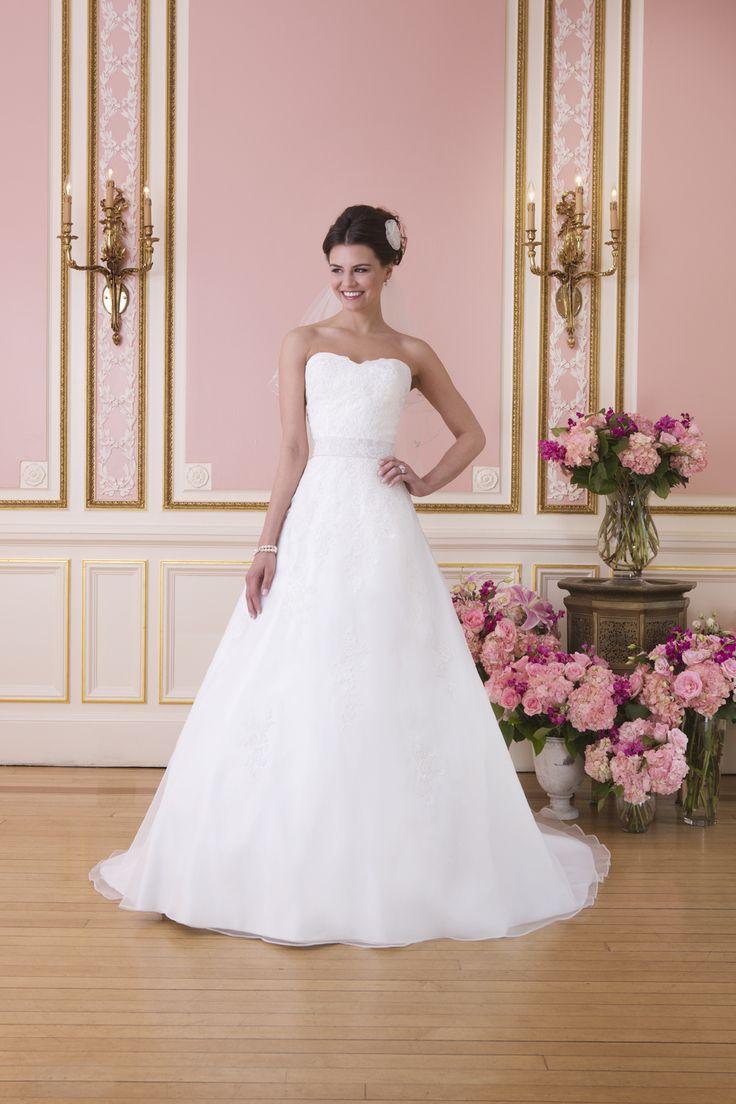 Fem Collection 2014 6021 van Sweetheart. #bruidsmode #trouwjurken @ www.femweddingsho... #leek #monnickendam