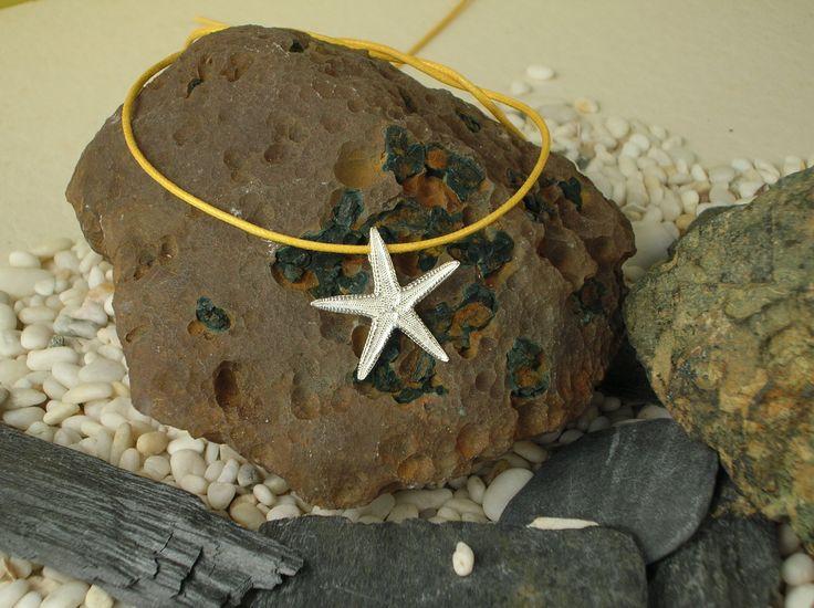 Ciondolo in argento 925/1000 a forma di stella marina, realizzato mediante l'utilizzo della tecnica artigianale della fusione a cera persa e del calco dal naturale. #RRorafi #GioielliCheAttraversanoIlTempo #Jewels