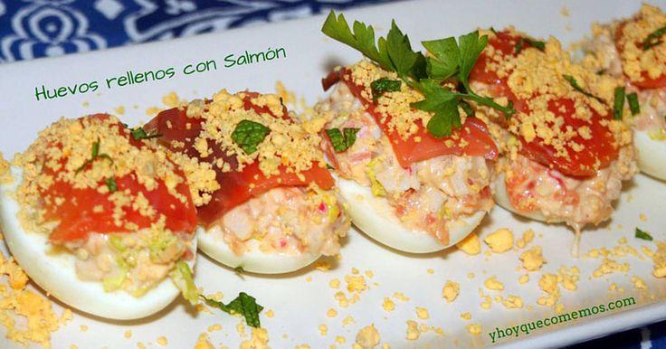 Fabulosa receta para Huevos rellenos de salmón. Otra receta fresquita de verano: Huevos rellenos de Salmón. La ventaja de cocinar con huevos duros es que puedes ponerle los ingredientes que quieras y es muy fácil de preparar.