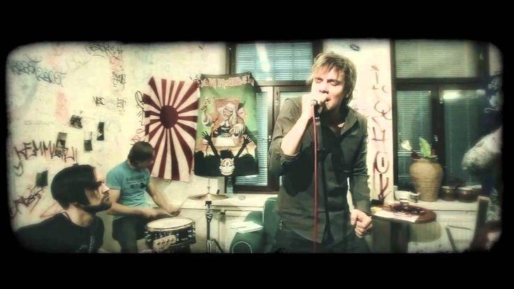 Neljänsuora - Valtava maailma (Official music video)