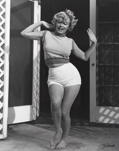 If Marylin was a pinup, why do we shame for our curves?