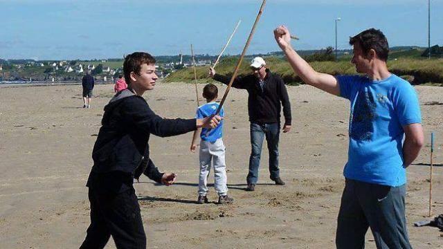 La canne de combat est enseignée cette année au club.