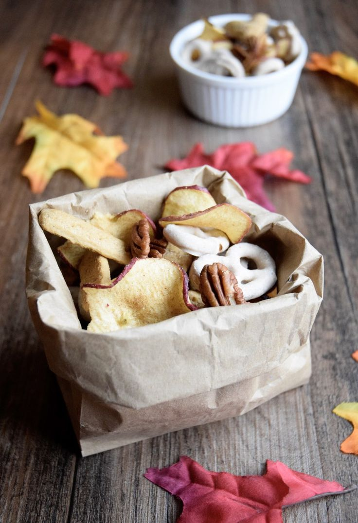 Cinnamon Spice Fall Snack Mix - This Cinnamon Spice Fall Snack Mix is the perfect road trip snack for all of your fall adventures from apple picking to the pumpkin patch!