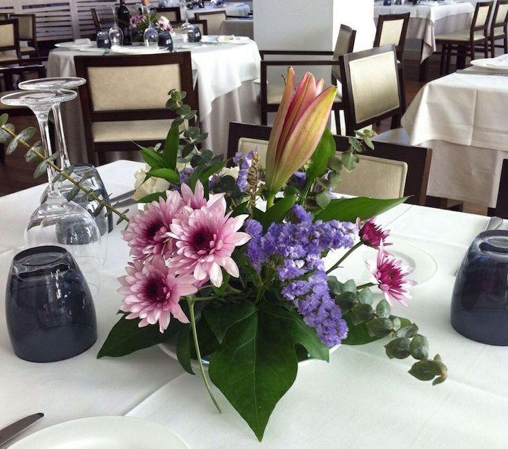 ¡Qué centros más bonitos nos han traído! La primavera ha llegado al #restaurante ¡Buen fin de semana!