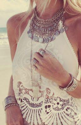 Novia bohemia chic, especial para boda en la playa