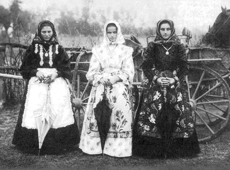 Lányok ünneplőben a szegedi tanyákról (1908)
