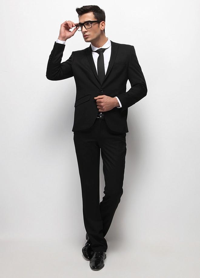 Fc Plus Takım Elbise Markafoni'de 399,99 TL yerine 149,99 TL! Satın almak için: http://www.markafoni.com/product/2974289/