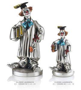Srebrna figurka Klauna Studenta stanowi doskonały prezent z okazji ukończenia szkoły wyższej. #urodziny #kolekcja_klaunow #ukonczenie_studiow