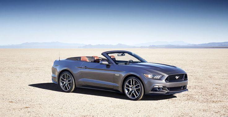 La Mustang décapotable a une capote isolée constituée de plusieurs couches, qui ne laisse filtrer aucun bruit éolien parasite. Ce toit s'abaisse deux fois plus vite qu'auparavant.