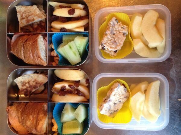 Bananenpannenkoek (gepr.Banaan/ei/kaneel),halve croissant, appel,rozijntjes,komkommer,noten,halve reep #meenaarschool (via twitter Lotte)