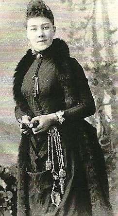 Victorian photo of a woman wearing a chatelaine. - nb similar to Viking womens hanging key and tweezers...