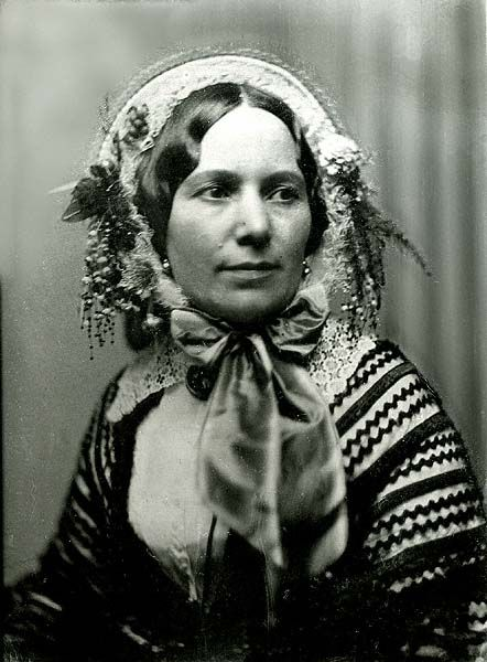 Southworth & Hawes; Woman in Floral bonnet, quarter type daguerreotype, c. 1853 - a bonnet to die for!