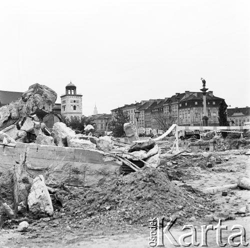 05.07.1971, Warszawa, Polska Odbudowa Zamku Królewskiego, z prawej Kolumna Zygmunta. Fot. Jarosław Tarań/KARTA [71-30]