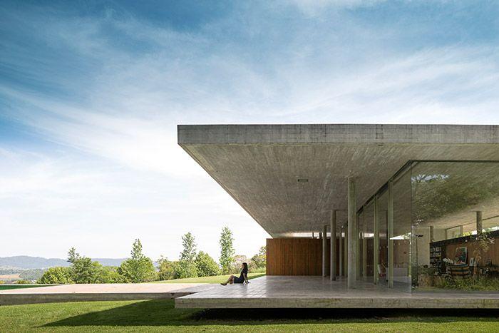 Casa Redux - a minimalist Brazilian house by Studio MK 27 with amazing views