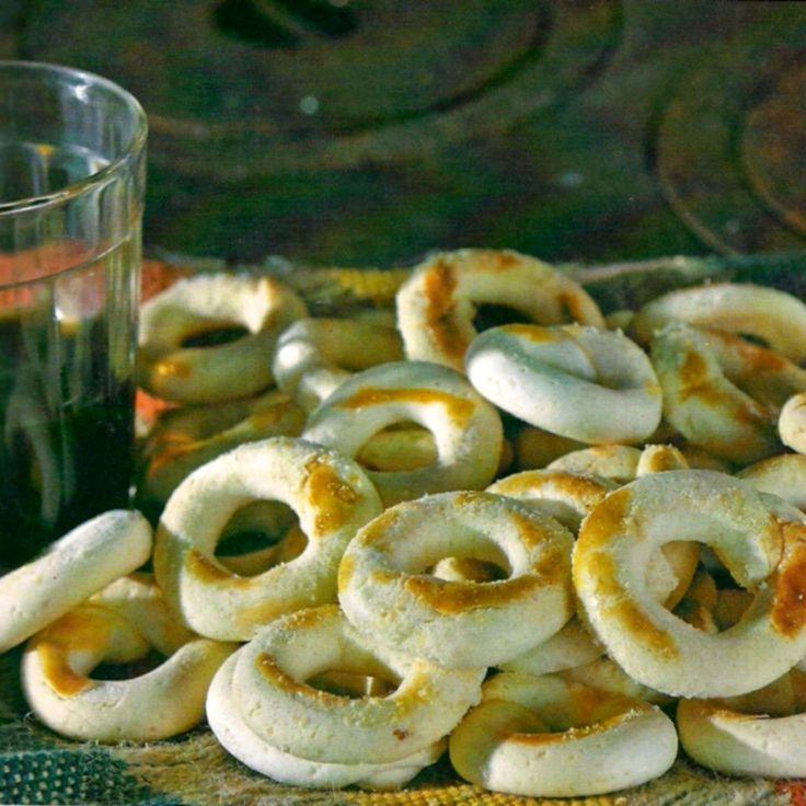 Foto: Blog do Avelar   Ingredientes:   1 kg de polvilho doce   200 g de farinha de trigo   1 pitada de sal   1 colher (chá) de Pó...
