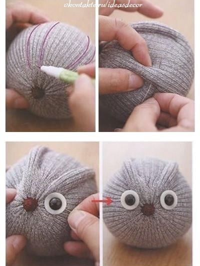 Il est vraiment adorable! Et c'est tellement facile de trouver des chaussettes grises! Peut-être en avez-vous même à la maison à recycler? Si vous avez la paire, vous pourrez alors en faire 2! Offrez-le en cadeau à Noël à quelqu'un qui adore les hibo